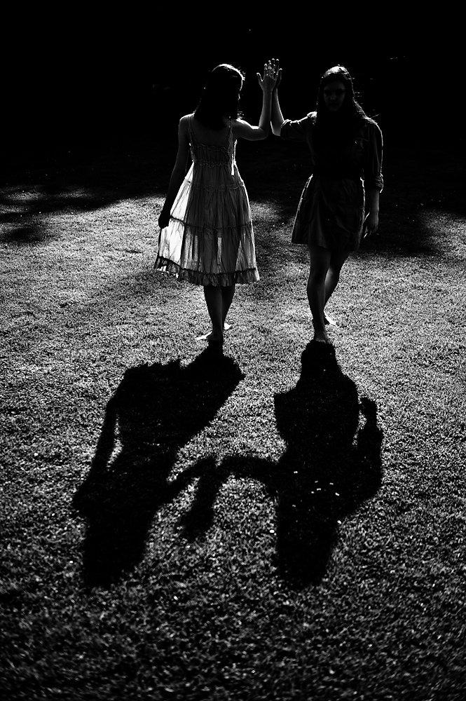 20100526133434-yup8717-shadow-dancers.jpg
