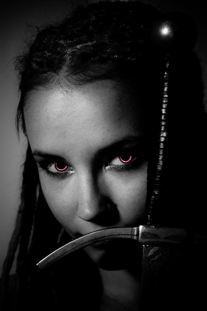 20100415090532-yup9561-demonic-eyes.jpg