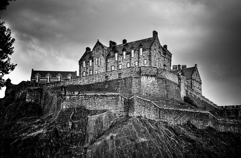 20100502181349-yup5713and8moreenhancer-edinburg-castle.jpg